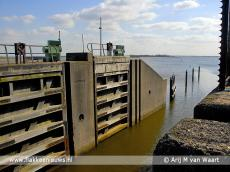 Foto behorende bij Nieuwe sluisdeuren in Oude-Tonge