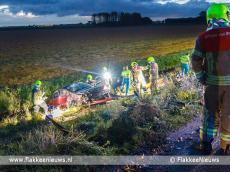 Foto behorende bij Auto van de dijk in polder bij Dirksland